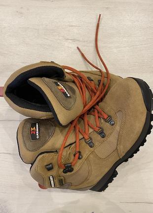 Трекінгові черевикі