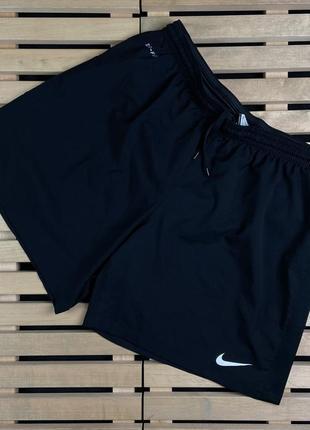 Супер красивые крутые мужские спортивные шорты nike dri-fit размер m