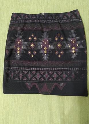 Юбка мини б/у черная с узором