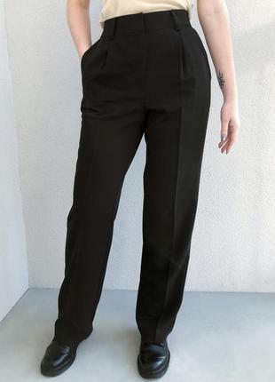 Чёрные классические брюки прямые