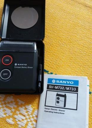 Бритва sanyo svm 732 на батарейках  размером 8 на 7 см с зеркалом. япония.