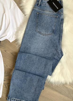 Джинсы прямого кроя, прямые джинсы