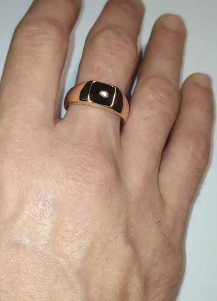 Кольцо позолоченное, печатка с черной эмалью,22рр, позолота 18k xuping
