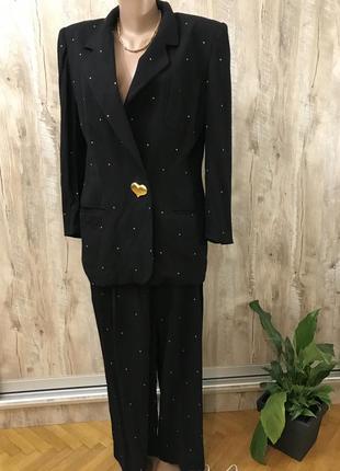 Брючный костюм оверсайз широкие брюки и удлиннённый пиджак escada