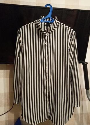 Стильная удлинённая полосатая рубашка