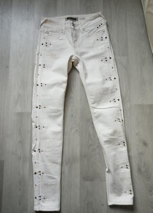 Белые красивые джинсы скинни брюки с вышивкой river island