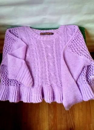 Лавандовый свитер с рюшами