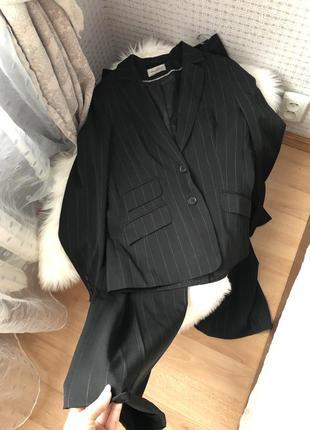 Винтажный костюм брючный чёрный офисный
