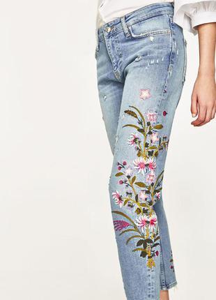 Новые бойфренд джинсы с вышивкой zara