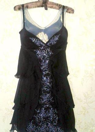 Маленькое черное платье. женственное, легкое, качественно сшито, хороший бренд.