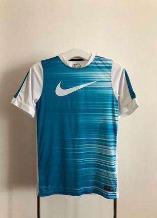 Компрессионная футболка для спорта nike