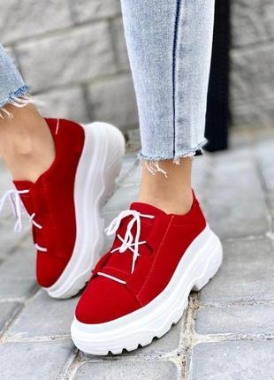 Красные замшевые кроссовки натуралка