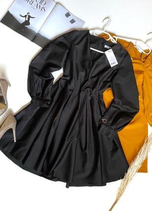 Стильна чорна сукня з об'ємним рукавом