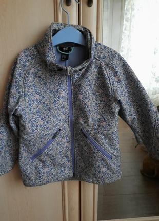 Курточка з водовідштовхуючої тканини, не пропускає вітер