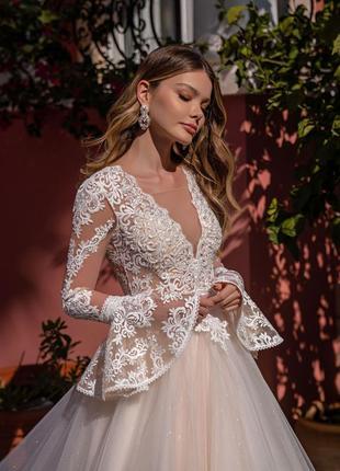 Свадебное платья с длинными рукавами