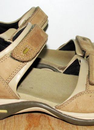 Отличыне кожаные сандалии