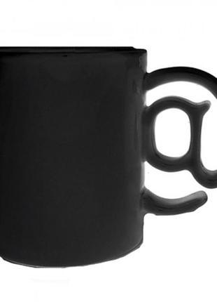 Чашка соб@к@ черного цвета