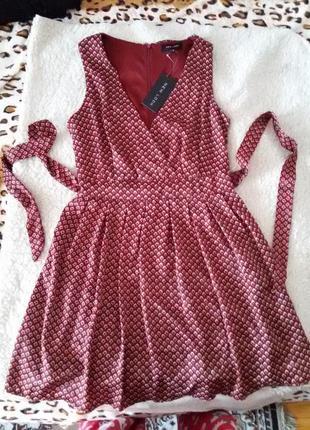 Красивое выходное  платье в принт new look c поясом
