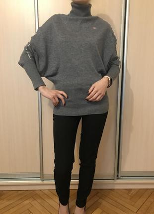 Серый свитер burberry