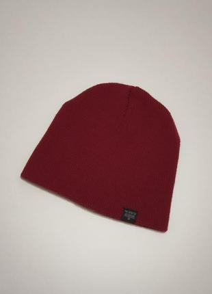 Бордовая шапка colins