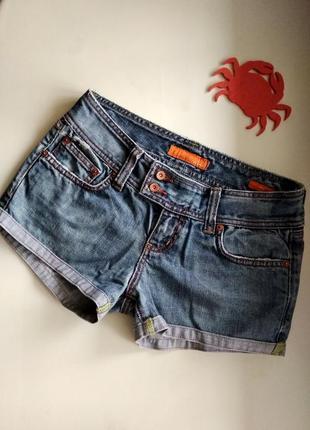 34р.джинсовые короткие шорты с потёртостями colins