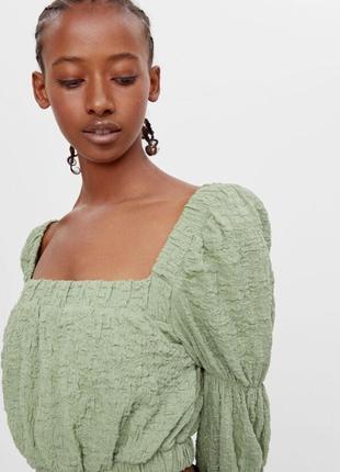 Хлопковая кроп блуза фисташкового цвета bershka