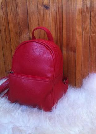 Маленький рюкзак красного цвета. ручная работа.