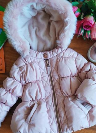 Модная стегонная демисезонная куртка на малышку next на 3-6 месяцев.