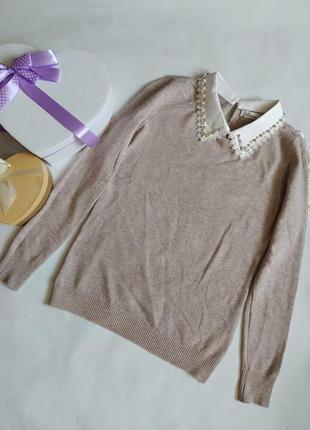 Легкий свитер с красивым воротничком