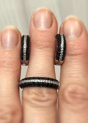 Серебряный набор 925 проба с чёрными и белыми камнями.