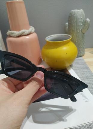 Тренд 2021 черные узкие очки имиджевые солнцезащитные лисички ретро окуляри чорні вузькі7 фото