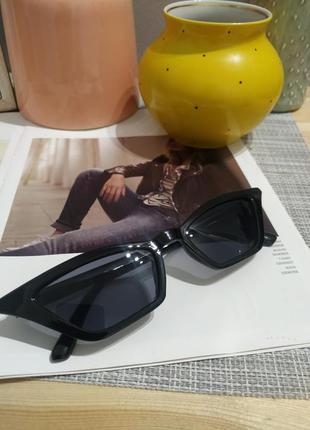 Тренд 2021 черные узкие очки имиджевые солнцезащитные лисички ретро окуляри чорні вузькі10 фото