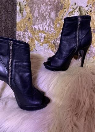 Шикарные ботинки кожа.39р