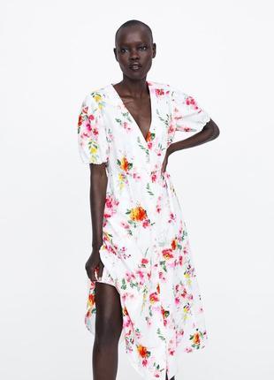 Очень стильное льняное белое цветочное платье