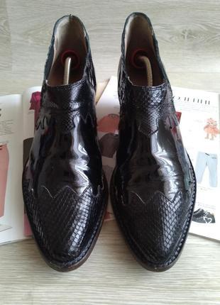 Кожаные ботинки казаки