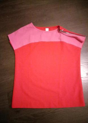 Очень стильная блуза- футболка с замочками