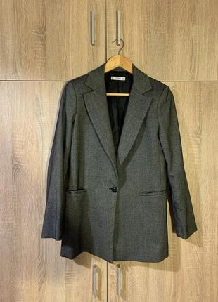 Серый пиджак mango