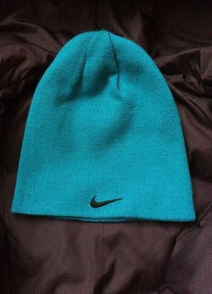 Спортивная шапка nike