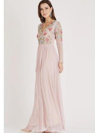 Очень красивое платье с длинными рукавами вышивка