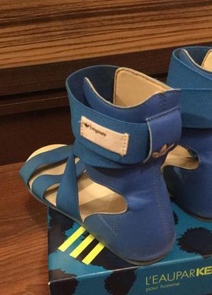 Стильнячие голубые босоножки гладиаторы от adidas originals р.35-36