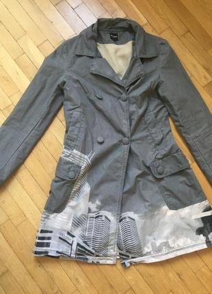 Desigual серое пальто весна лето осень флисовая подкладка узор рисунок плащ бренд оригинал