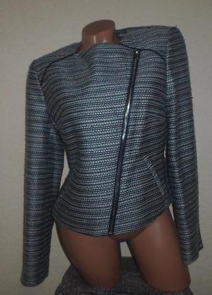 Очень стильный пиджачек-косуха! состояние новой вещи! мой пролёт с размером.
