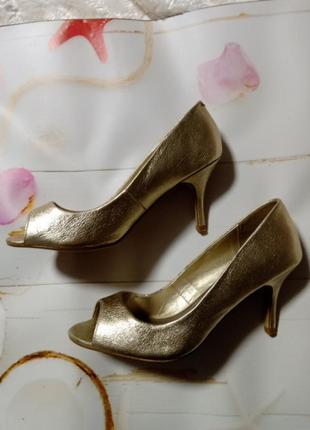 Туфлі босоножки