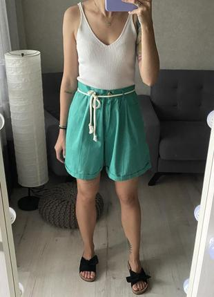 Яркие винтажные шорты бермуды