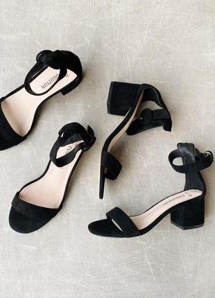 Очень удобные чёрные босоножки/каблук 5,5 см/наложка