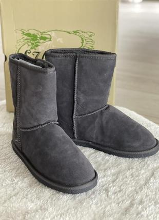 Зимові чоботи-уги