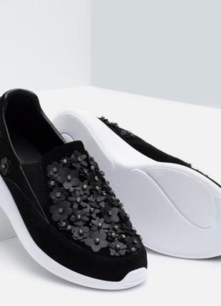 Фантастические кроссовки с кожаными цветами zara р 38
