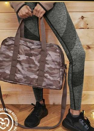 Стильная спортивная и дорожная сумка victoria's secret.
