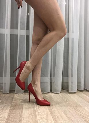 Классические красные туфли
