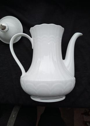 Фарфоровый кофейник,чайник